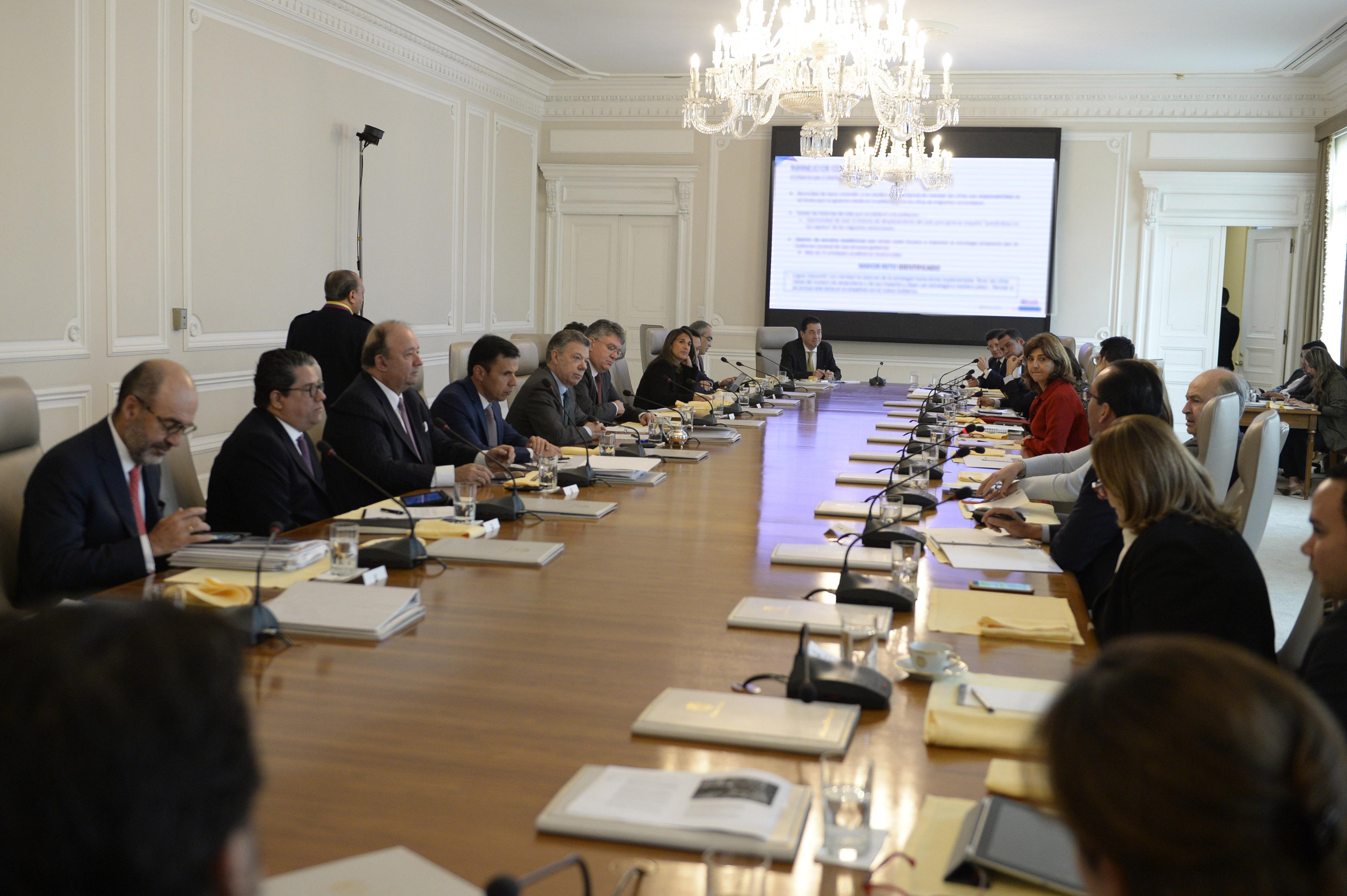 Contemporáneo Gobierno De Canadá Reanuda Consejos Elaboración ...